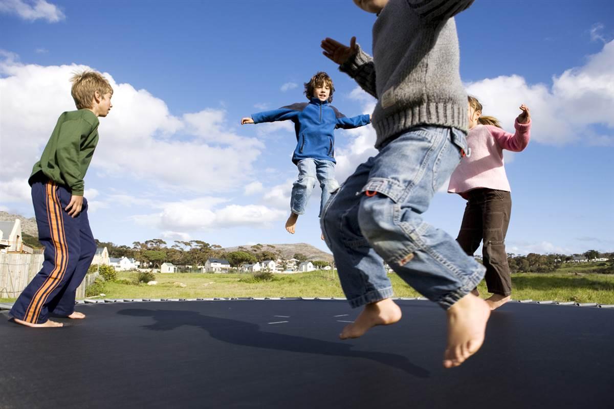 Прыгают дети картинки